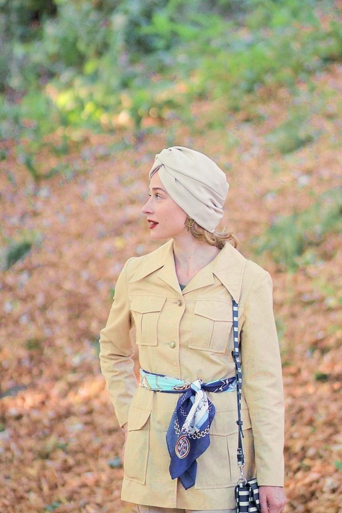 Le turban et la veste d'explorateur